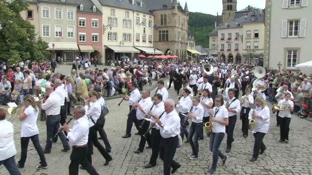 ws shot of procession of echternach / echternach, echternach, luxembourg - gemeinsam gehen stock-videos und b-roll-filmmaterial