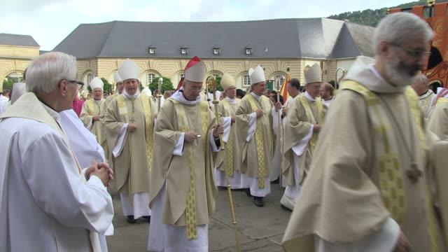 ms shot of  procession of echternach / echternach, echternach, luxembourg - 僧衣点の映像素材/bロール
