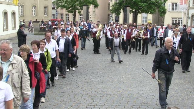 ms shot of procession of echternach / echternach, echternach, luxembourg - gemeinsam gehen stock-videos und b-roll-filmmaterial