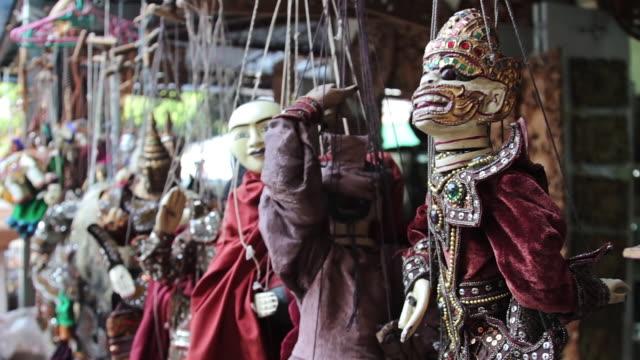 vídeos de stock e filmes b-roll de ms shot of puppets hanging by their strings / yangon, yangon division, myanmar  - fantoche