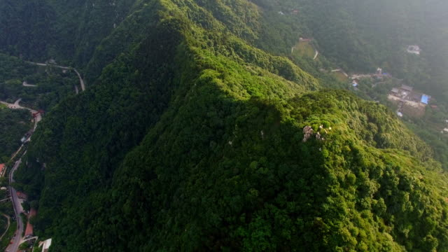 aerial shot of qinling mountain/xi'an,shaanxi,china - felswand stock-videos und b-roll-filmmaterial