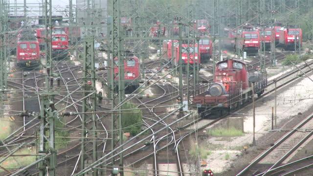 ms shot of railroad yard at maschen / hamburg, hamburg, germany - 操車場点の映像素材/bロール