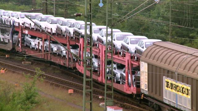 ms shot of railroad yard maschen near hamburg / maschen, lower saxony, germany - train vehicle stock-videos und b-roll-filmmaterial