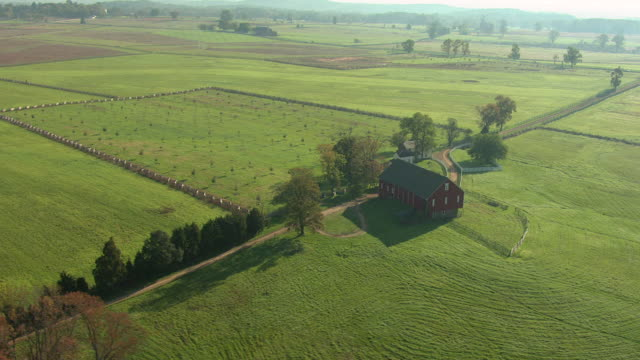 ms aerial ds shot of red farmhouse at gettysburg national military park / pennsylvania, united states - gettysburg stock videos & royalty-free footage