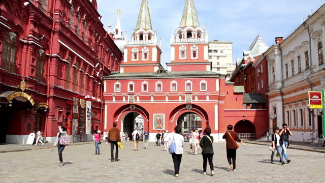 ms shot of red square with walking people / moscow, russia - courtyard stock videos & royalty-free footage