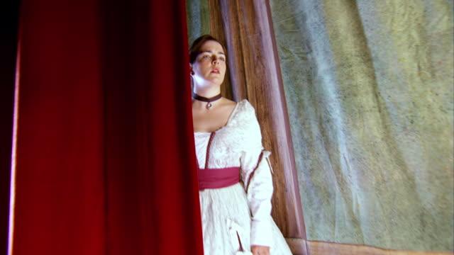 ms zi shot of reenactment actress laura keene watching from stage the assassination of off screen president abraham lincoln / united states - skådespelerska bildbanksvideor och videomaterial från bakom kulisserna