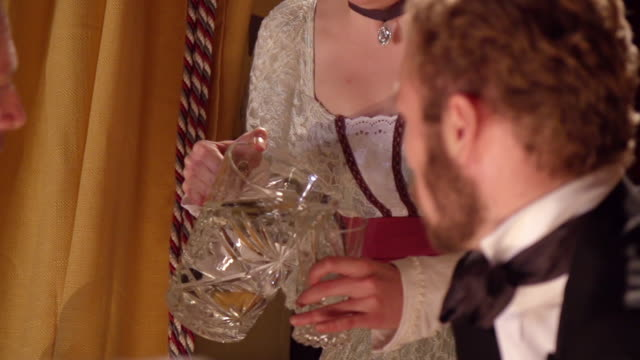 vídeos y material grabado en eventos de stock de cu pov slo mo shot of reenactment  laura keene brings pitcher of water to dr. charles leale helping shot president abraham lincoln at fords theatre - cámara en mano