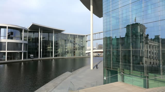 ms shot of reflection of reichstag in marie elisabeth luders haus and paul lobe-haus / berlin, germany - lobe stock videos & royalty-free footage