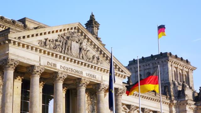 stockvideo's en b-roll-footage met cu la shot of reichstag building / berlin, germany - nationaal monument beroemde plaats