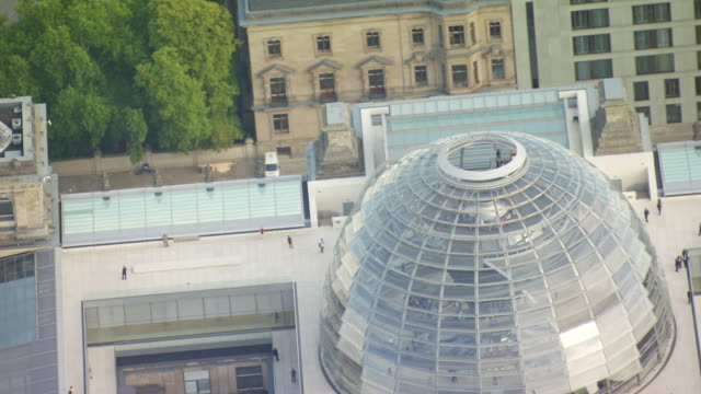 ms aerial ts shot of reichstag building dome / berlin, germany - cupola video stock e b–roll