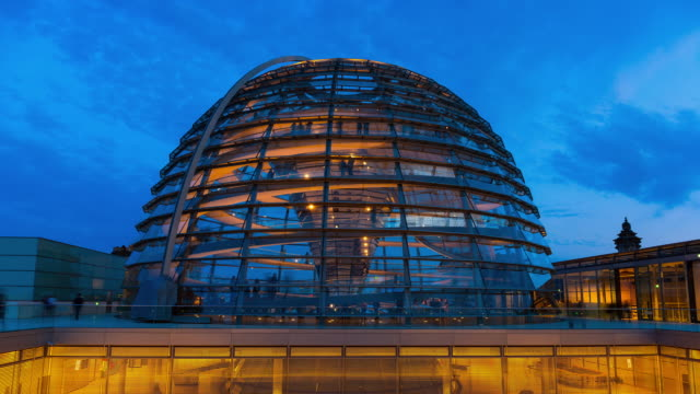 ms t/l shot of reichstag dome, the reichstag building with people at night / berlin, germany - cupola video stock e b–roll