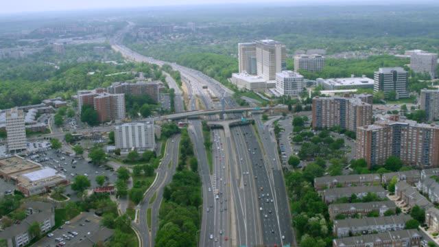 "vidéos et rushes de ""ha ws aerial shot of road  / washington dc, united states"" - washington dc"
