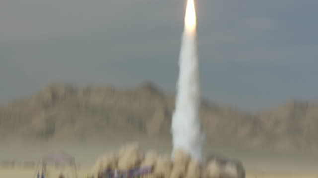 stockvideo's en b-roll-footage met ws ts shot of rocket launching during balls experimental rocket launch at desert / black rock, nevada, united states - raket wapen