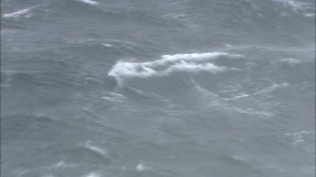 shot of rough seas.  - roh stock-videos und b-roll-filmmaterial