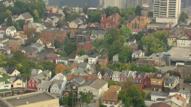 ms aerial tu shot of row houses with downtown / pittsburgh, pennsylvania, united states - pittsburgh stock videos & royalty-free footage