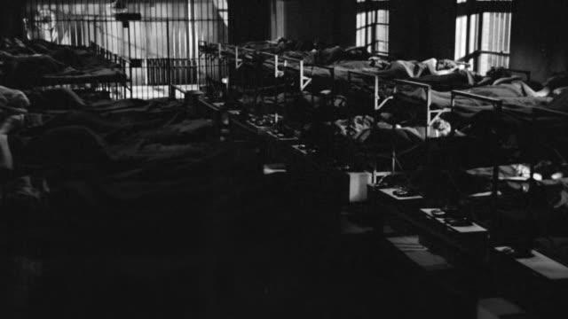 vídeos y material grabado en eventos de stock de ms shot of row of beds in sleeping quarters of women's prison - preso