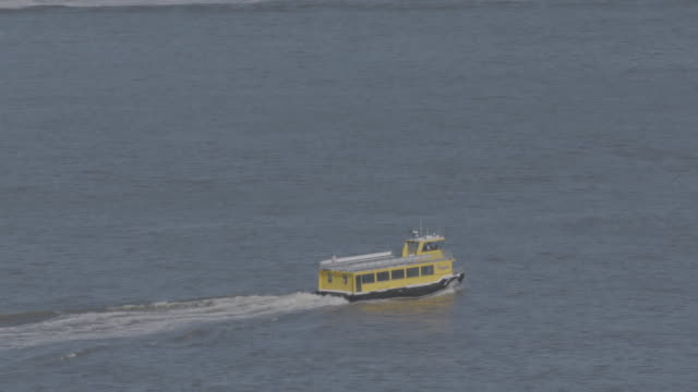 """ms zi zo aerial shot of running ferry / new york city, united states"" - ferry stock videos & royalty-free footage"
