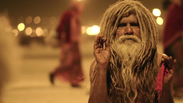 ms shot of sadhu in kumbh mela / allahabad, uttar pradesh, india - langes haar stock-videos und b-roll-filmmaterial