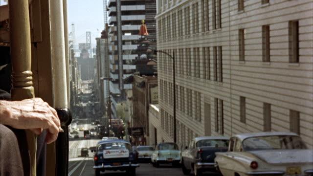 vídeos de stock, filmes e b-roll de ms pov shot of san francisco streets and cable cars / san francisco, california, united states - ponto de vista de bonde