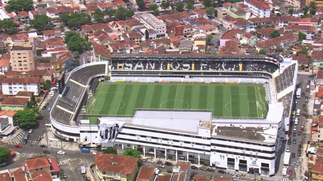 vidéos et rushes de ms aerial ts ds shot of santos fc stadium in city / sao paulo, brazil - sao paulo