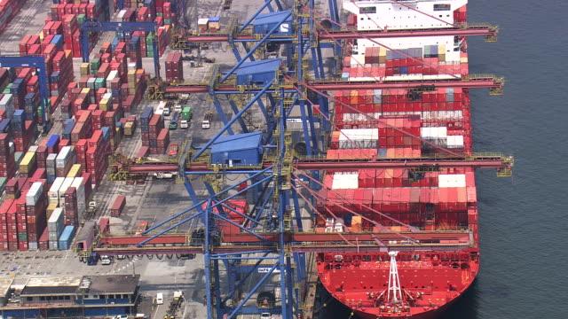 vídeos de stock, filmes e b-roll de ms aerial ts td shot of santos port with mountain range / sao paulo, brazil - porto comercial