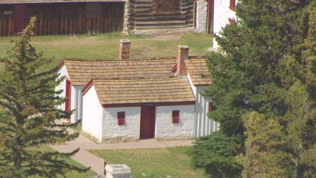 cu aerial ts shot of school house and wash house at fort bridger and pull out to reveal other structures / wyoming, united states  - 西方拡大点の映像素材/bロール