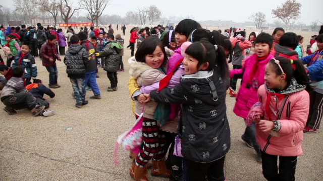 vídeos de stock, filmes e b-roll de ms ts shot of schoolchildren playing on square / xian, china - protetor de ouvido