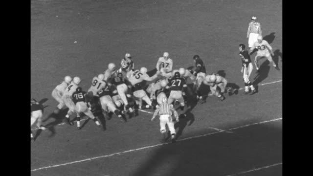 shot of scoreboard in varsity field showing hamilton leading winnipeg 6 to 0 / winnipeg blue bomber jack jacobs throws pass to tom casey / jacobs... - タッチダウン点の映像素材/bロール