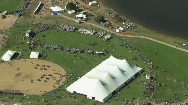 ms ds zi aerial shot of scottish irish highland festival marching band performing / estes park, colorado, united states - festzelt stock-videos und b-roll-filmmaterial