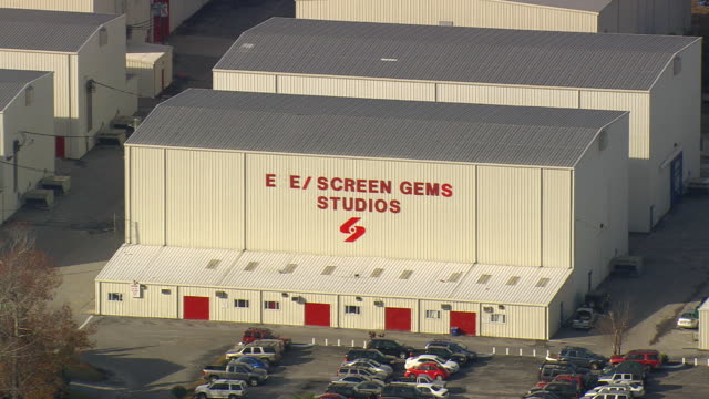 stockvideo's en b-roll-footage met cu aerial zo shot of screen gems studio company / north carolina, united states - studio shot