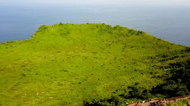 shot of seongsan ilchulbong (unesco world natural heritage) in jeju island - besichtigung stock-videos und b-roll-filmmaterial