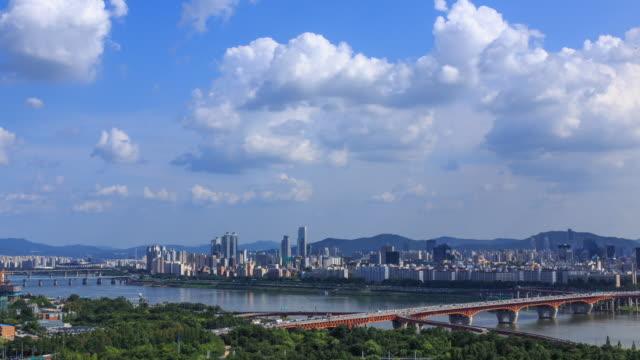 shot of seongsudaegyo bridge at hangang river and cityscape of seoul - seoul stock videos & royalty-free footage