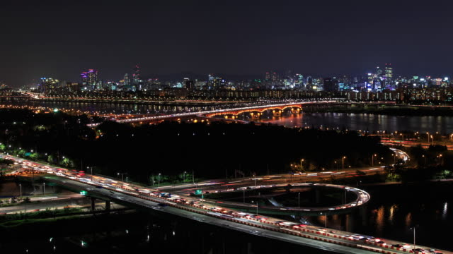 Shot of Seongsudaegyo Bridge at Hangang River and cityscape of Seoul