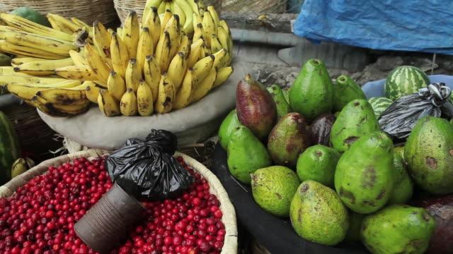 stockvideo's en b-roll-footage met cu shot of several tropical fruits for sale / port-au-prince, haiti - haïti