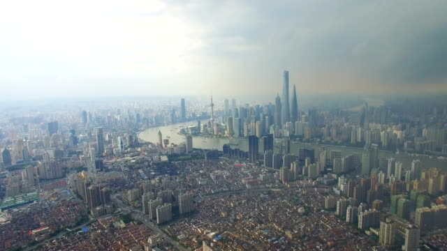 vídeos de stock, filmes e b-roll de t/l aerial shot of shanghai cityscape and skyline /shanghai,china - grande angular
