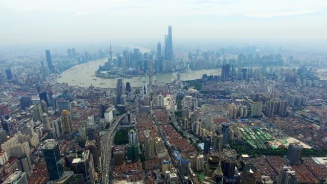 vídeos de stock, filmes e b-roll de aerial shot of shanghai cityscape and skyline/shanghai,china - torre de comunicações