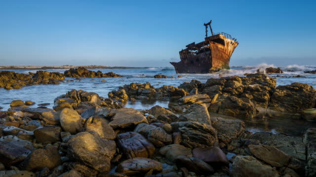 ws t/l shot of shipwreck sunset at low tide / agulhas, western cape, south africa - low tide stock videos & royalty-free footage