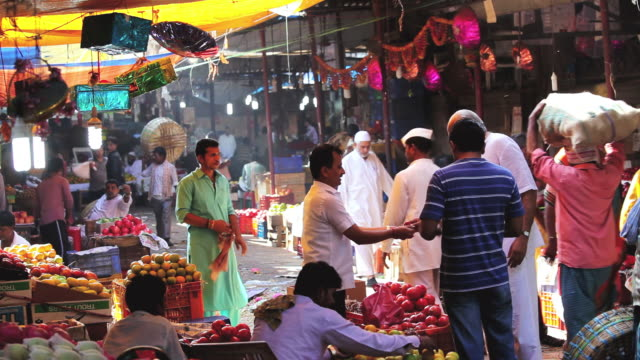 ms shot of shoppers and traders at busy wholesale crawford market / mumbai, india - maharashtra stock-videos und b-roll-filmmaterial