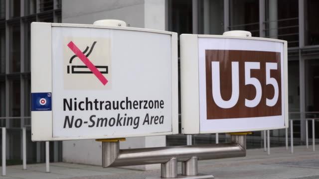 ms shot of sign no smoking area at subway station / berlin, germany - no smoking sign stock videos & royalty-free footage