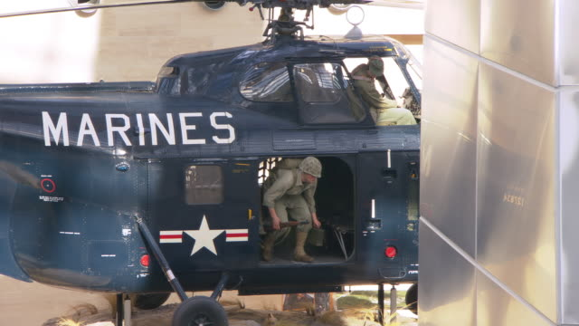 ms pan shot of sikorsky hrs-1 helicopter on exhibit at the leatherneck gallery at the national museum of the marine corps / triangle, virginia, united states - marineinfanterie stock-videos und b-roll-filmmaterial