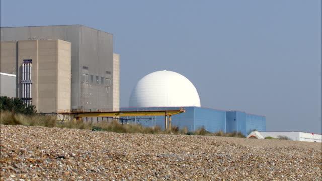 ms shot of sizewell nuclear power station / sizewell, suffolk, united kingdom  - nuclear energy点の映像素材/bロール