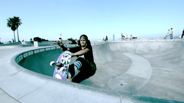 ws slo mo shot of skateboarder doing madonna aerial in skate park bowl / venice, california, united states - スケートボード点の映像素材/bロール