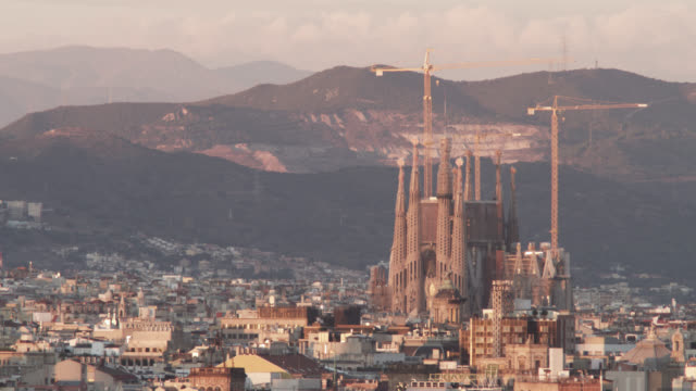 ws shot of skyline and detail sagrada familia / barcelona, catalunya, spain - sagrada familia stock-videos und b-roll-filmmaterial