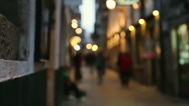 vídeos y material grabado en eventos de stock de ms r/f shot of small alleys of santiago de compostela tourists walking in center of town - camino santiago
