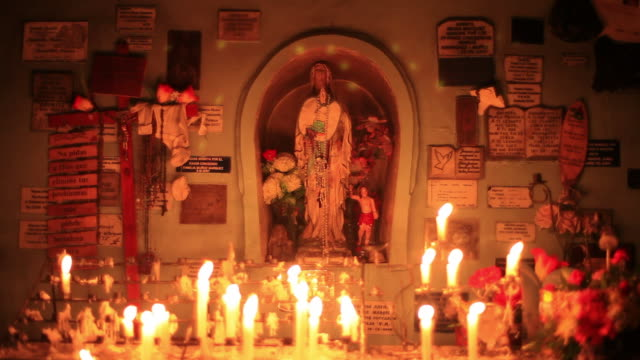 vídeos de stock e filmes b-roll de ms shot of small altar with burning candles  / isla quinchao, isla grande de chiloì©, chile - figura masculina