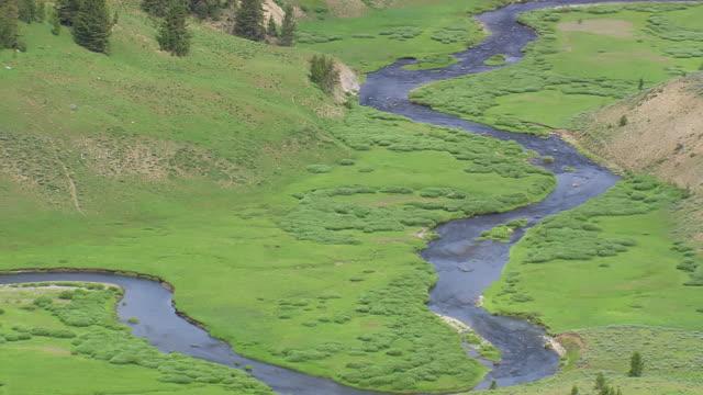 vídeos y material grabado en eventos de stock de ms aerial shot of snake river / wyoming, united states - río snake