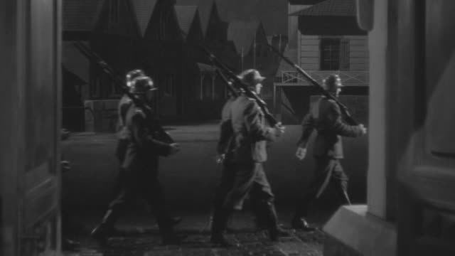 stockvideo's en b-roll-footage met ms shot of soldiers marching past door - nazism