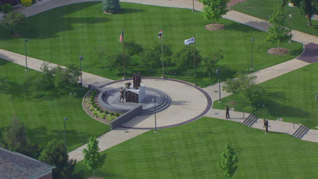 WS AERIAL ZI TD Shot of Soldiers Memorial Plaza at Lincoln University / Jefferson City, Missouri, United States