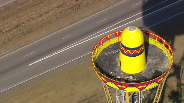 ms aerial shot of south of the border amusement complex / south carolina, united states - 道ばた点の映像素材/bロール