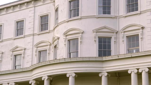 ms tu shot of southwick house faã§ade / portsmouth, united kingdom - ジョージア調点の映像素材/bロール